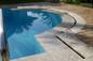 Particolare piscina a bordo sfioratore in marmo