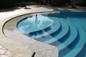 Particolare scalinata piscina a bordo sfioratore in marmo