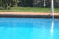 Particolare piscina a bordo sfioratore incassato